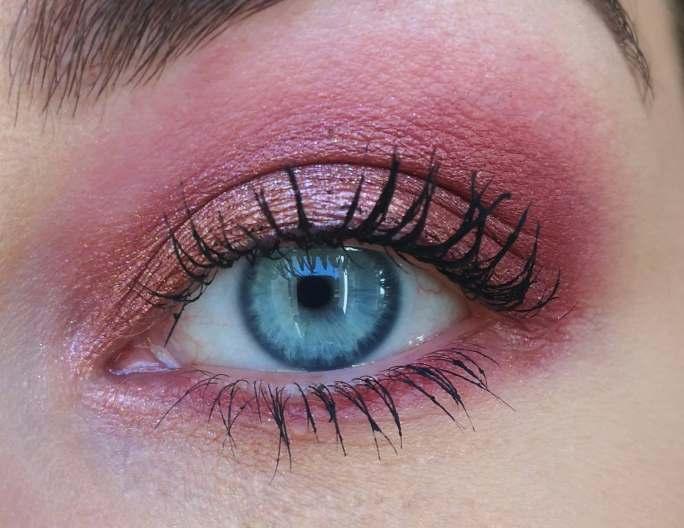 makeup réalisé avec les fards à nacres duo chrome