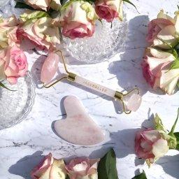 Rouleau de jade ou de quartz rose et technique du Gua Sha