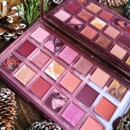 La palette Naughty Nude d'Huda Beauty