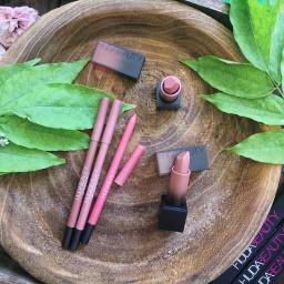 Crayons Lip Contour 2.0 et rouges à lèvres Huda Beauty, pour une multitude de combinaisons